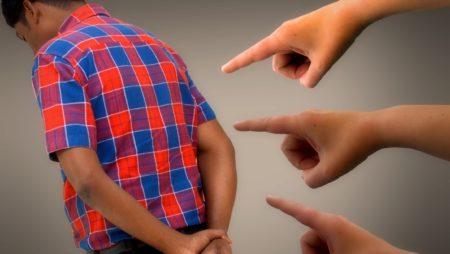 Efeitos e situações de risco para crianças e jovens.